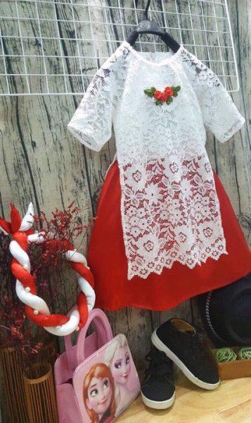 Áo dài bé gái màu trắng đính hoa hồng
